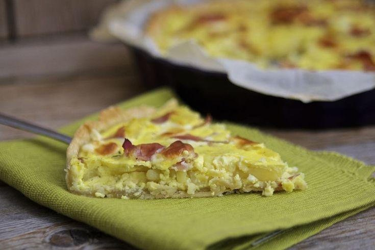 La quiche con patate e prosciutto crudo ha un gusto rustico ed intenso, ottima anche per un pic-nic!