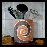 Ceramic container for kitchen stuff. Ceramiczny pojemnik na przybory kuchenne.