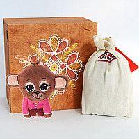 Новогодний подарок: Деревянная коробочка, кофейная обезьянка, карпатский чай, сено