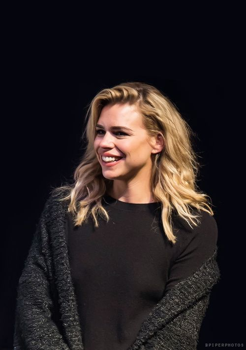 Billie Piper, this looks like it may have been taken at the Philly Wizard World on May 9, 2015.  That's what she was wearing.