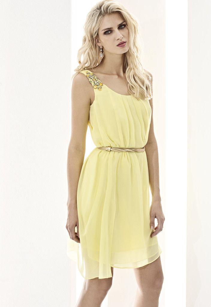 ESSENTIAL 07506 Vestido corto en chiffón con cinturón en piel y detalle bordado en tirantes, disponible en amarillo, azul marino y coral