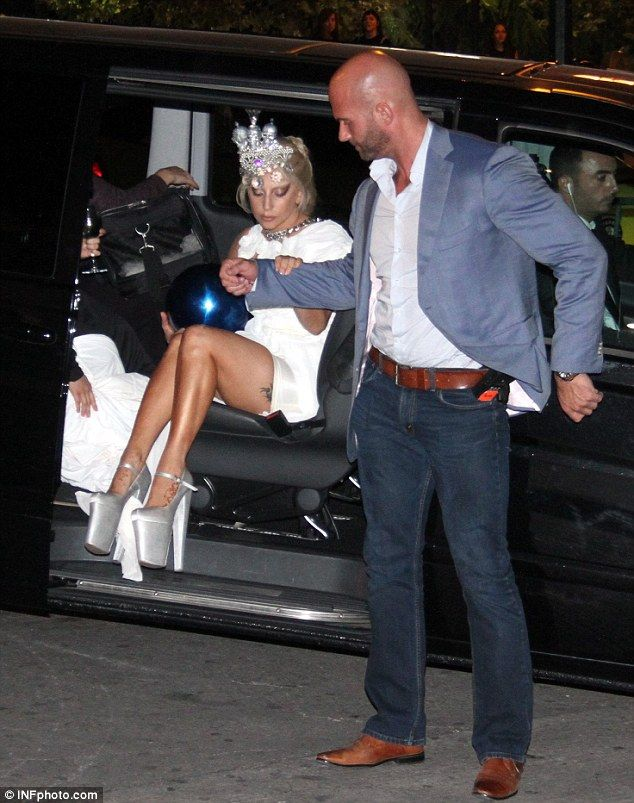http://www.dailymail.co.uk/tvshowbiz/article-2763643/Lady-Gaga-leaves-Athens-leather-hotpants-fly-posting-advert-new-Tony-Bennett-album-shop-window.html