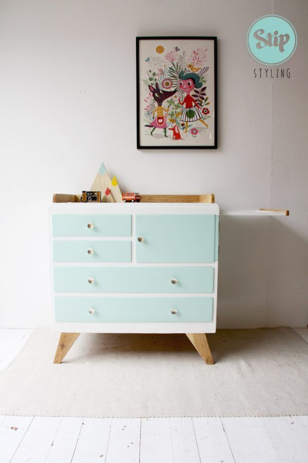 Commode 071704W | Stip styling