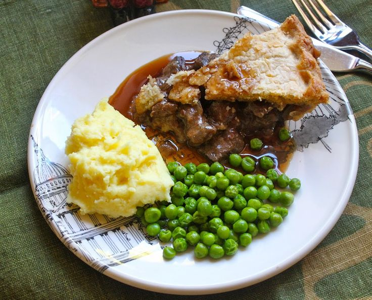 Steak Pie with Peas, Mashed Potatoes and Gravy// Delicious ...