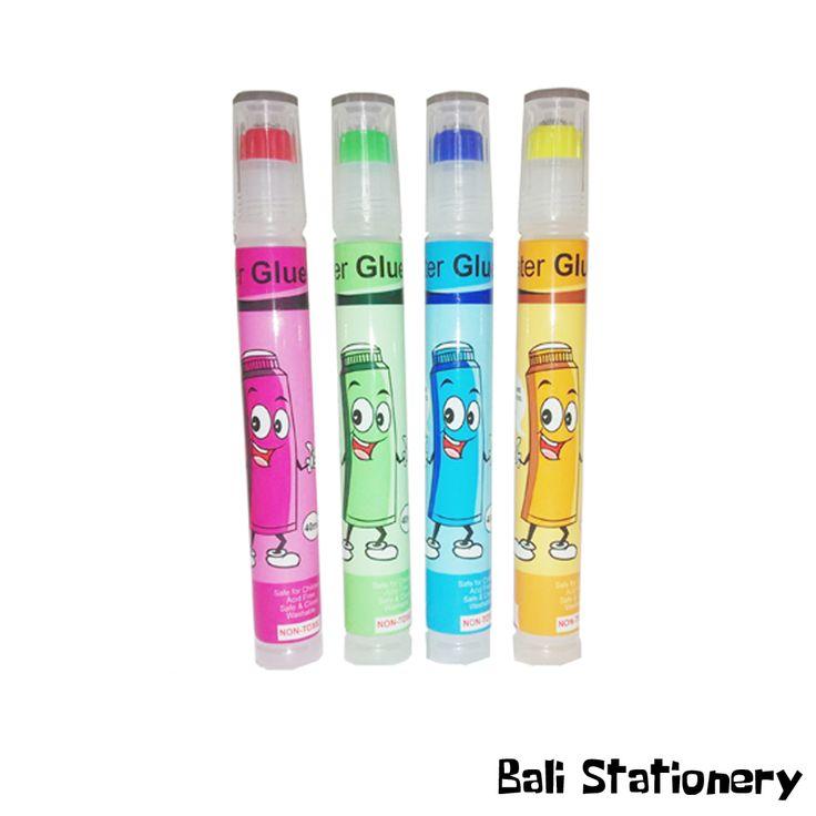 Lem Water Glue Daimaru  Detail produk: - Kemasan: Box. - Kode: -. - Ukuran: 9 cm x 2.5 cm. - Pilihan warna: merah muda, kuning muda, hijau muda, dan biru muda. - Bahan: Gummi Arabicum, air, Phenol Liquid. - Isi: 1 pcs isi 40 ml. - Merek: Daimaru.
