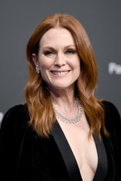 Julianne Moore Long Wavy Cut - Julianne Moore wore her signature center-parted waves at the Chopard Space Party.