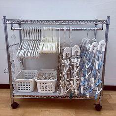 ハンガーはお洗濯の必需品。どこのおうちにも必ずあるアイテムです。ほぼ毎日使うものだからこそ、使いやすくスッキリ収納したいですよね。今日はそんなお悩みを解消してくれるような、RoomClipユーザーさんの、便利でアイディア溢れるハンガー収納について紹介したいと思います。