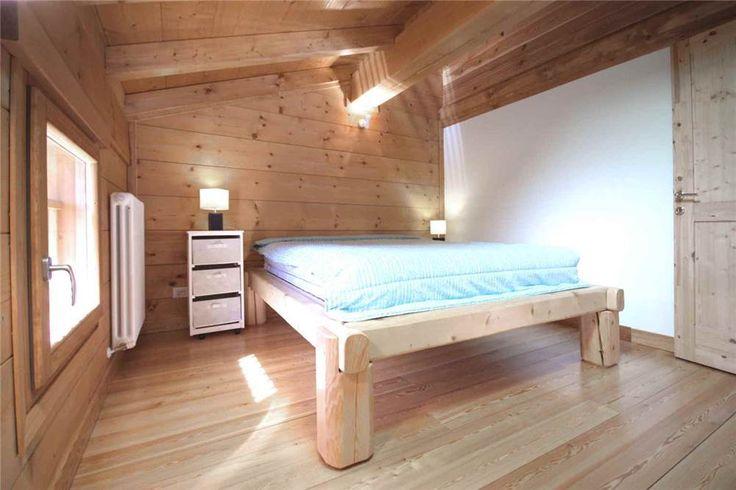 L'essenzialità dell'arredo regala a questa camera da letto comfort ed eleganza. Chalet in legno nuovo a Fellicarolo - Fanano