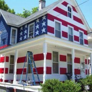 Some home owners association told this guy he couldn't fly an American flag in his yard so he did this..... HELL YEAH GOD BLESS AMERICA !