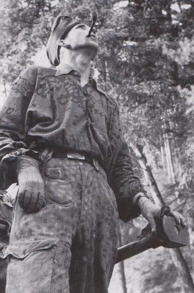 9 ss panzer division hohenstaufen. Trousers i pea dot pattern and shirt in oak spring pattern.