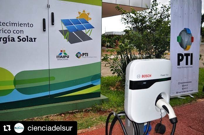 En minutos presentaremos la primera ruta para vehículos movidos a energía eléctrica compuesto por 5 estaciones de carga en el trayecto CDE - ASU la primera ya se encuentra en total funcionamiento en Hernandarias - Alto Paraná. #Repost @cienciadelsur (@get_repost)  El Parque Tecnológico Itapú (PTI) de la hidroeléctrica binacional ubicada en Alto Paraná está desarrollando planes para instalar y montar la primera Ruta Verde que tratará de masificar el acceso a la energía alternativa para el…