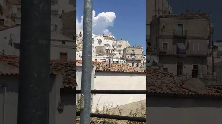 Вот здесь на горе живут так люди на юге Италии