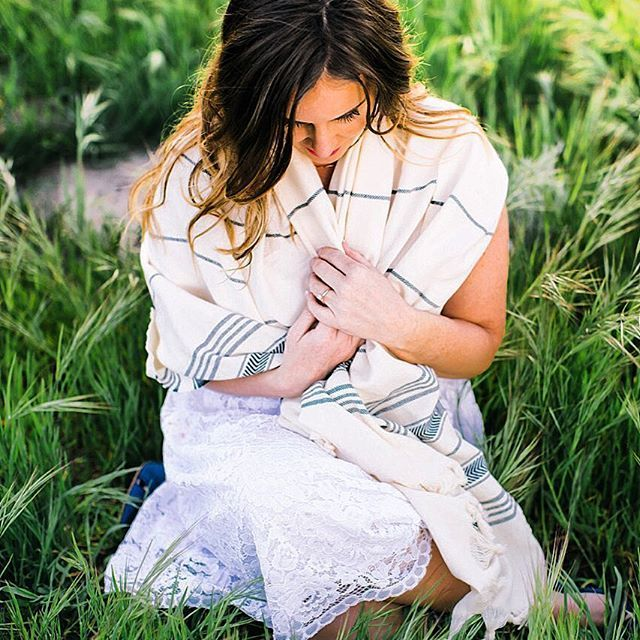 Instagram => Quick & #chic solution for the breezy days: Dandelion Turkish towels   Photo credit: @kateelizabethphotos  Special thanks: @missninibb ・・・ #towel #turkishtowels #spatowels #beachtowels #bathtowels #gift #giftidea #giftideas #hostessgift #hostessgifts #present #wishlist #bachelorette #bacheloretteparty #bachelorettegift  #bachelorettegifts  #babywrap #Peshtemal #TurkishTowel #DandelionTxtl #DandelionTextile #turkishbeachtowel #beach #pool #bath #spa #fouta #throw #blanket