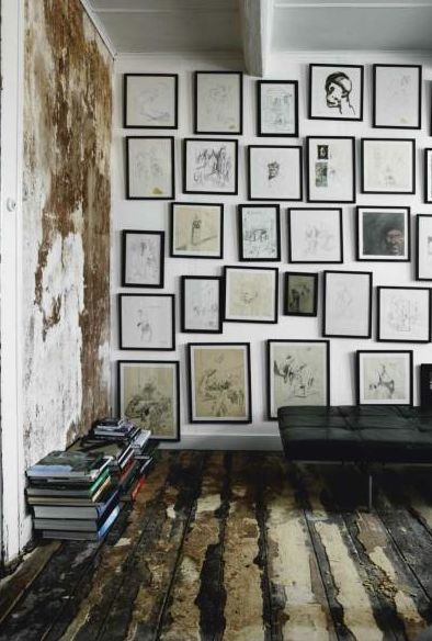 .: Wall Of Frames, Wall Of Photo, Black Frames, Galleries Wall, Woods Floors, Frames Wall, Pictures Frames, Art Wall, Pictures Wall