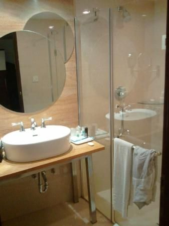 Best Bangalore Bengaluru India Hotel Bathrooms Images On