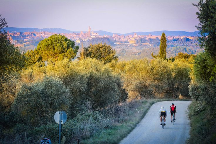 Vintage Bikes, Crazy Costumes and Regular Stops for Wine & Cheese: Is This The World's Best Bike Race? | Mpora