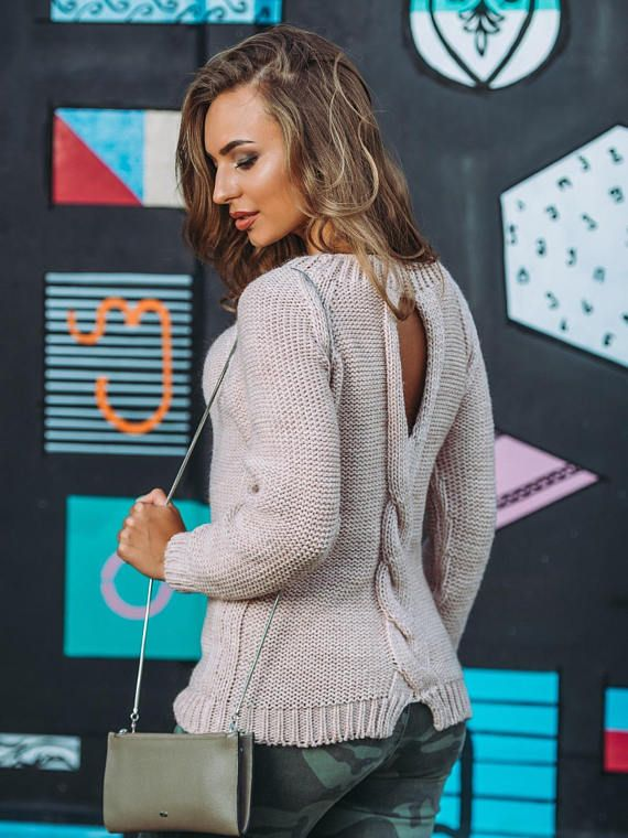 Light gray beige sweater ladie knitted sweater cable.