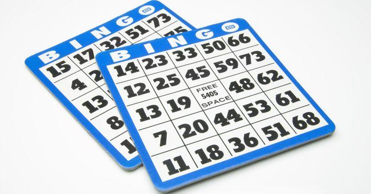 Cómo jugar al bingo de la lotería. El bingo ha realizado una transición desde los salones de bingo hasta los boletos de lotería que se raspan. Este divertido juego puede ser jugado en el coche, en el autobús, en tu hogar y en cualquier lugar en el que tengas un tiempo libre y una moneda con la cual raspar. Las reglas del bingo de lotería son similares a las del bingo tradicional.