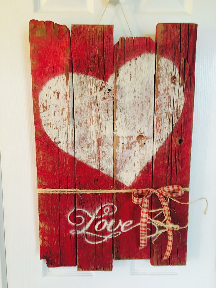 Wooden sign for Valentines Day    #valentinesday #valentinesdaydecor #rustic #valentinesday2018