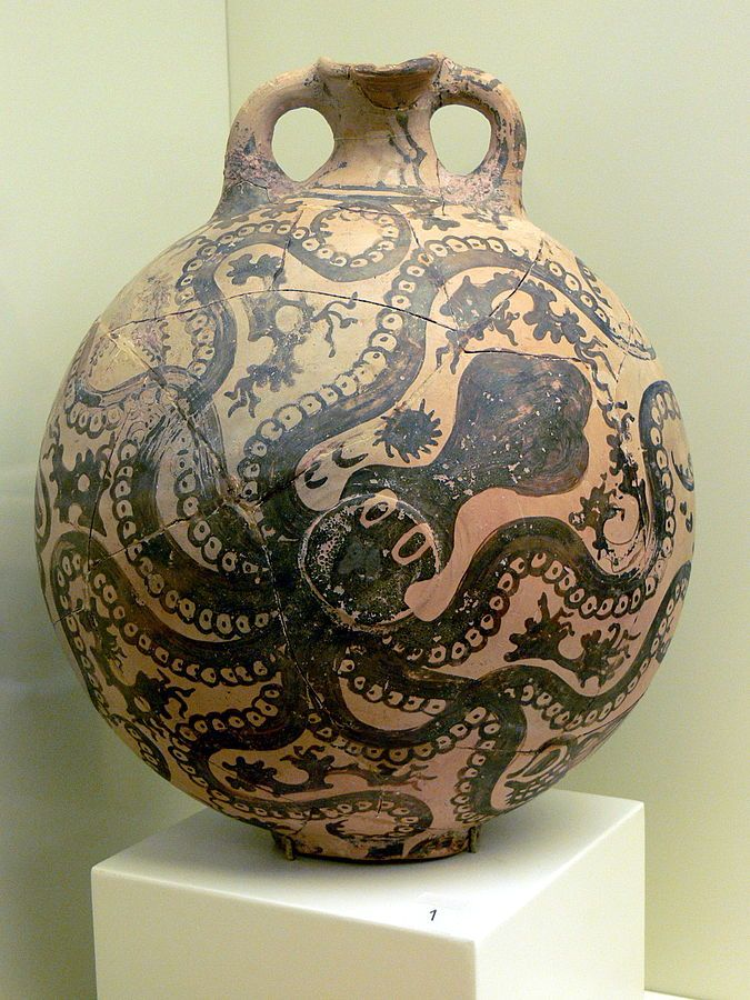 タコが描かれた前期ミノア 文明の土器 クレタ島イラクリオン に て紀元前1500年 の地層より 出土。ギリシャ、アテネ国 立考古学博物館所蔵。