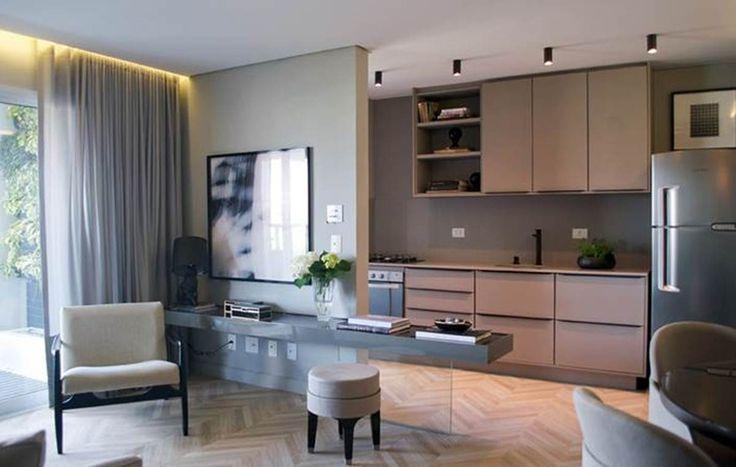 Um apartamento decorado com inspiração em Paris. Ideias modernas, ambientes de classe e materiais usados de madeira inusitada.