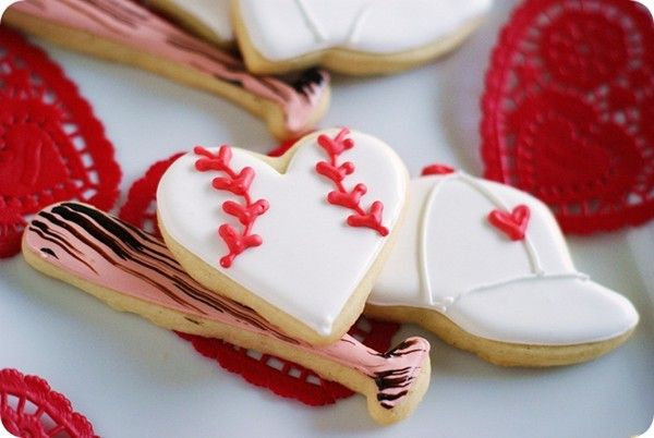 OMG!!!! Wish I would have seen this about 3 weeks ago!!! Next Year, Fo Sho :} Baseball Valentine cookies from Bake at 350
