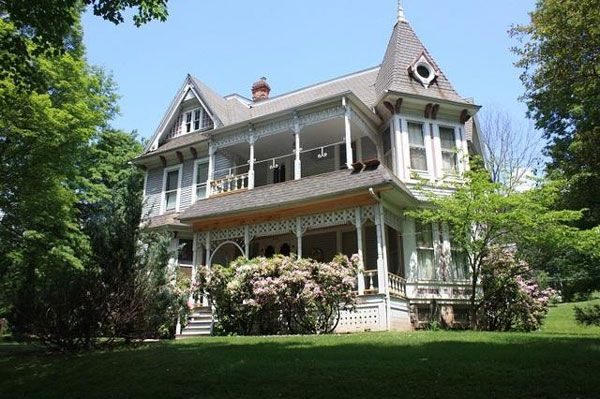 What An Incredibly Beautiful Home Victorian Farmhouse Victorian Homes House Exterior