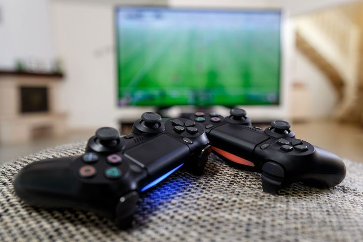 Dla graczy gier komputerowych istotnym elementem staje się ekran. Można wybierać wśród różnego rodzaju monitorów lub kupić telewizor. Wybór telewizora należałoby rozpocząć od