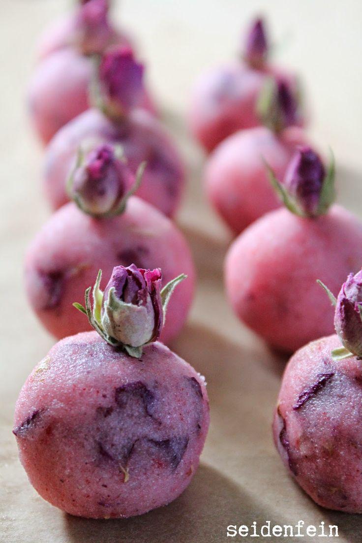 seidenfeins Blog vom schönen Landleben: Rosenduft - Badepralinen * DIY * tiny rose scented bath pralines