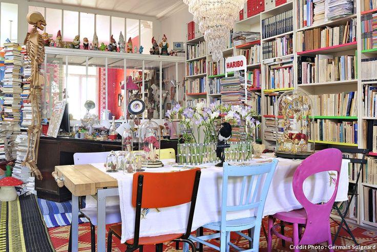 À Marseille, un appartement où couleurs et créativité donnent le ton. Créatrice aux multiples talents, Corinne Dreyfuss est à la fois auteur, illustratrice de littérature jeunesse et designer textile. Au centre de la cité phocéenne, son appartement reflète l'univers créatif, coloré et néanmoins poétique de toute la famille.