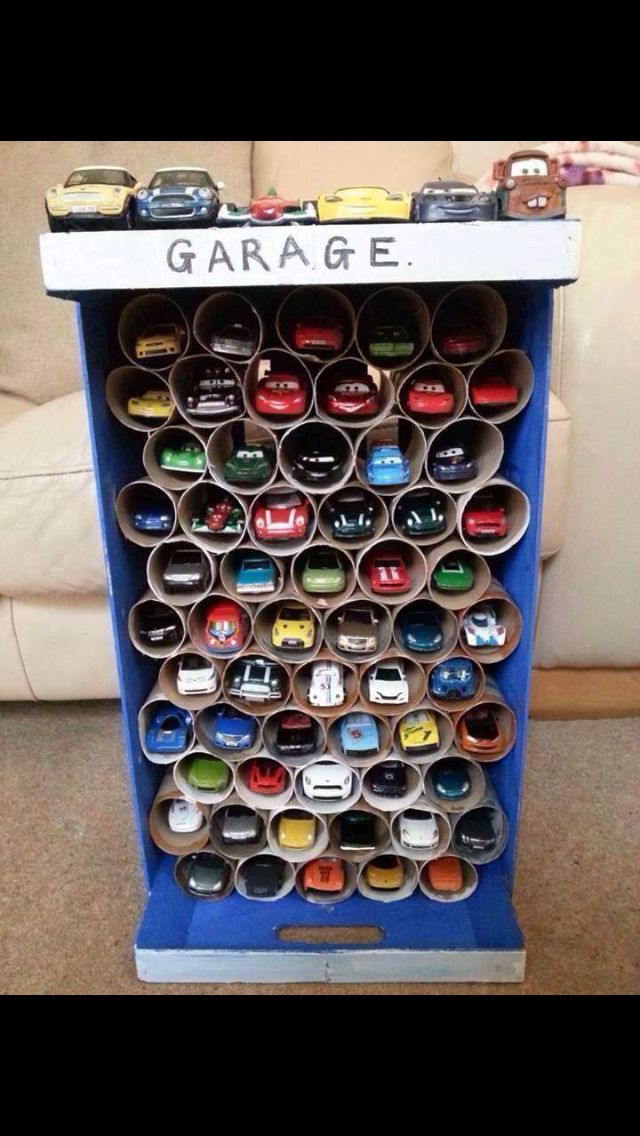 DIY: toy car garage, toilet paper roll craft, boys toy room organization.