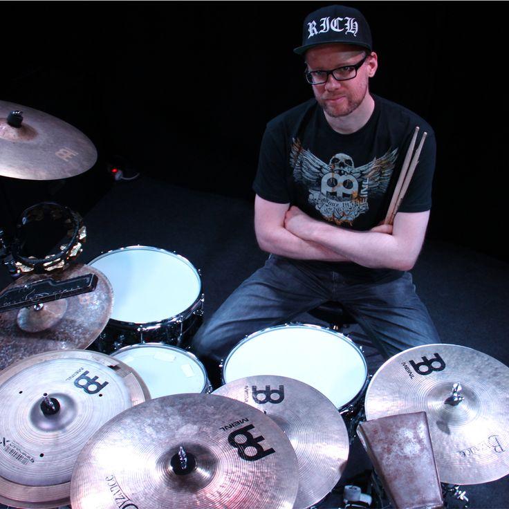 """Jan """"Stix"""" Pfennig with our Jawbreaker Shirt from Meinl. Foto: Jacob Przemus #meinlshop #meinl #meinlcymbals #meinlfamily #meinljawbreaker #jawbreaker #shirt #klamotten #style #instastyle #instafashion #drummer #drummerstyle #clothes #styleoftheday #outfitoftheday #ootd #janpfennig"""