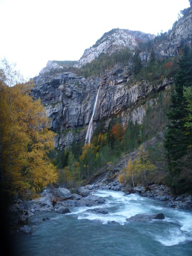 Cascada en el Valle de Bujaruelo (Huesca)