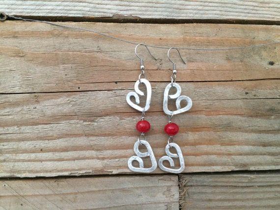 orecchini con cuori e perle in vetro rosse fatte a mano by amabito #italiasmartteam #etsy