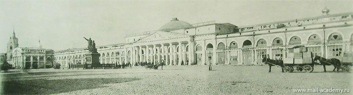 Верхние ряды перед их закрытием в 1886 году. Фасад здания Верхних Рядов на Красной площади.