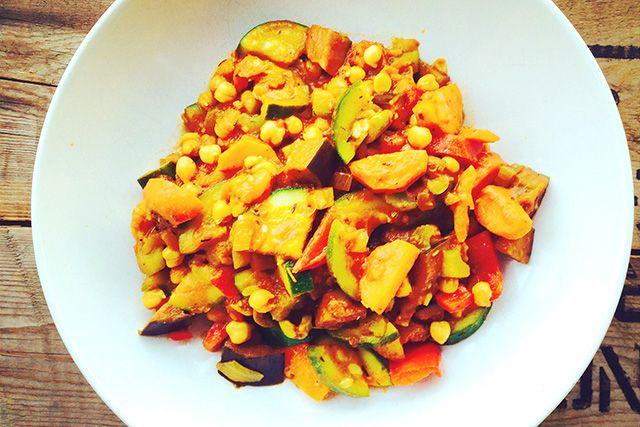 Super gezond ratatouille recept, Inspiratie voor vleesvrije dagen of koolhydraatvrije dagen, De beste kruiden en groenten bij elkaar, Lekker een gezond recept voor ratatouille met kikkererwten