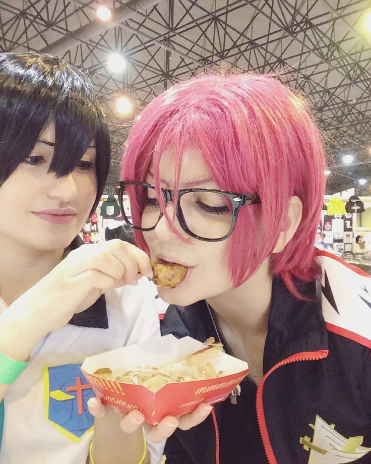 You know what?  Haru and me got married yesterday in the mangafest wedding chapel  yes! We're officially married so..Makoto you lose this time ?) JÁH.  Haru was so cute feeding me haha < 3 we bought takoyaki (mmh it was delicious) and cute onigiris   Free! Cosplay  Hastags: #free #freecosplay #rinmstsuoka #rinmatsuokacosplay #cosplay #rinharu #rinharucosplay #samezuka #samezukacaptain #freeeternalsummer #freeeternalsummercosplay #harukananasecosplay #harucosplay #harukananase…