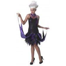 Jurk Ursula van Disney's Villains.  Een strak zwart halterneck jurkje met een zwart-lila ruches rokje en stoffen 'tentakels'. Deze tentakels kunnen aan de armen worden bevestigd. Het bovenstuk heeft als applicatie een schelpenketting.  Jurk gemaakt van 100% polyester en kreukvrij. Een Walt Disney licentie-artikel.  In deze outfit van de beruchte zeeheks zul je veel bekijks hebben.  Leverbaar in de maten S (34-38), M (38-40) en L (42-44).