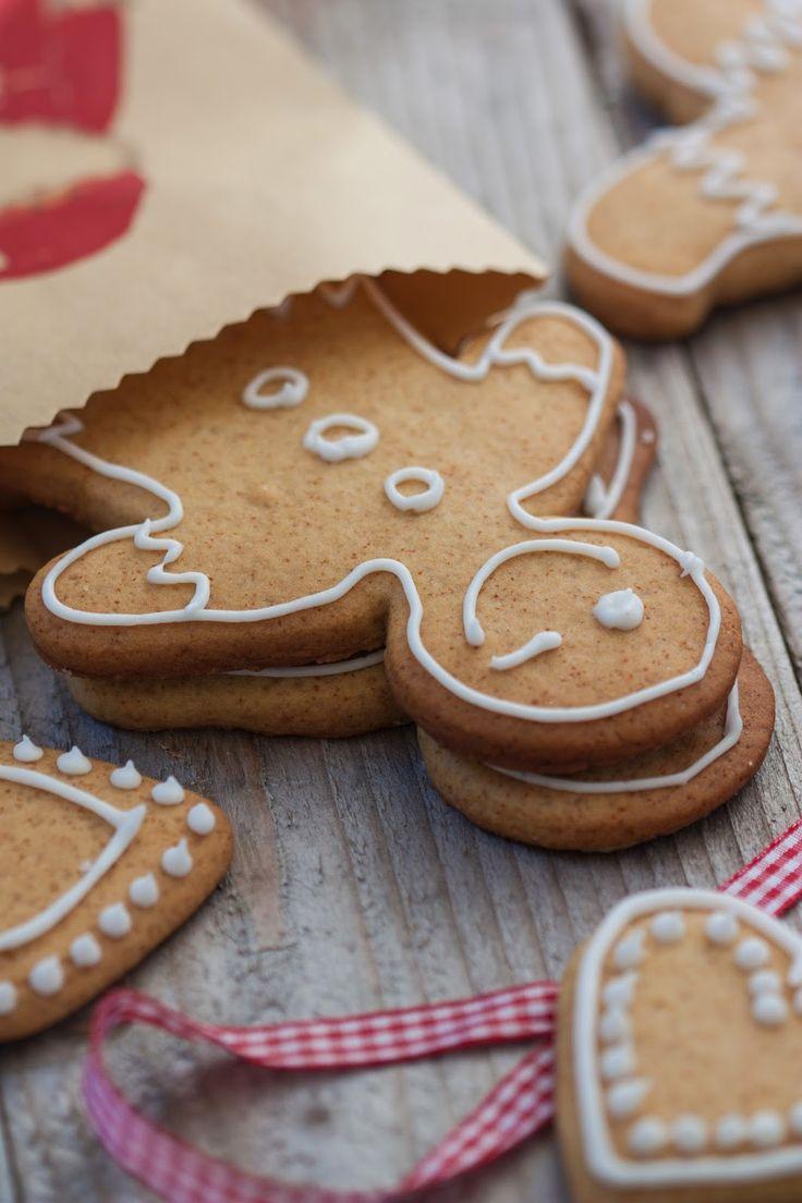 { Calendrier de l'Avent des blogueuses : 14 décembre } Lorsque je fais ces biscuits, mon âme d'enfant refait surface. J'adore laisser libre cours à mon imagination pour décorer ce…