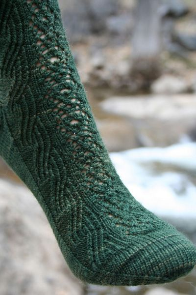 Pretty lace and cabled socks, perfect for St. Patrick's day and it s a free pattern!