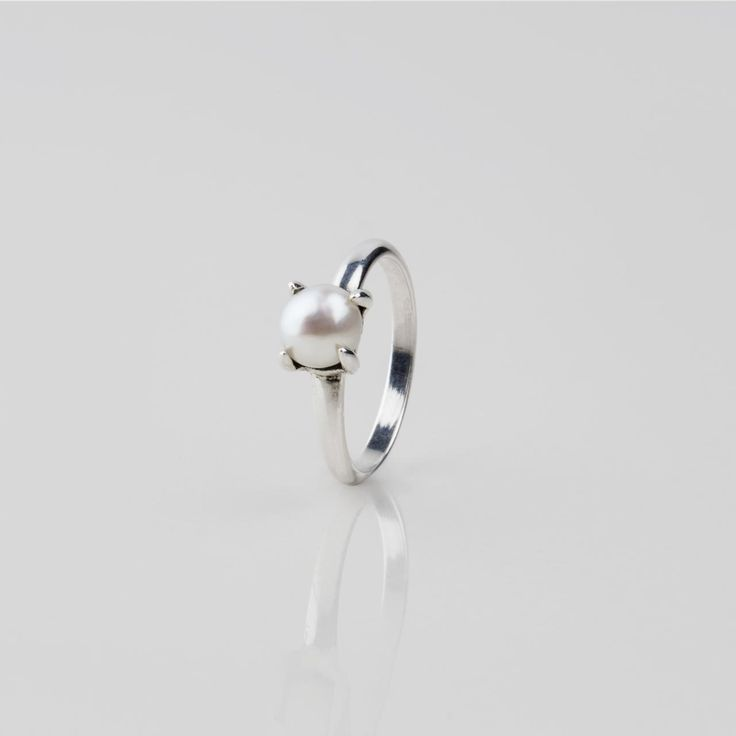 #Miglio Petite Luxe Ring - Petite Sterling Silver ring adorned with a lustrous white freshwater pearl in a claw setting RR193