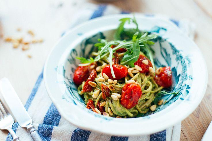 Pasta med grön pesto & stekta tomater | Vegoteket