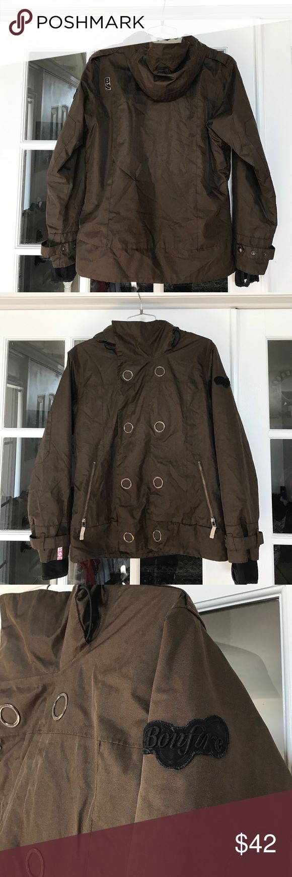 Awesome Bonfire Snowboarding Coat. Women's Large This is a killer coat from the Bonfire Snowboarding Company. 5 pockets, zip and Velcro front closure, all the necessities of a good boarding coat. Women's size Large. Bonfire Snowboarding Company Jackets & Coats
