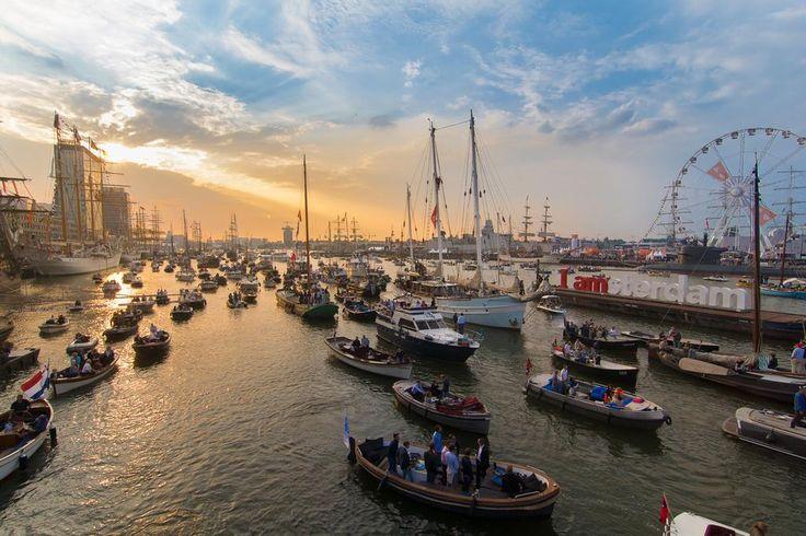 Foto van de dag: Avond valt over Sail Amsterdam 2015 - jelmerjeuring http://bit.ly/1JkF5e4