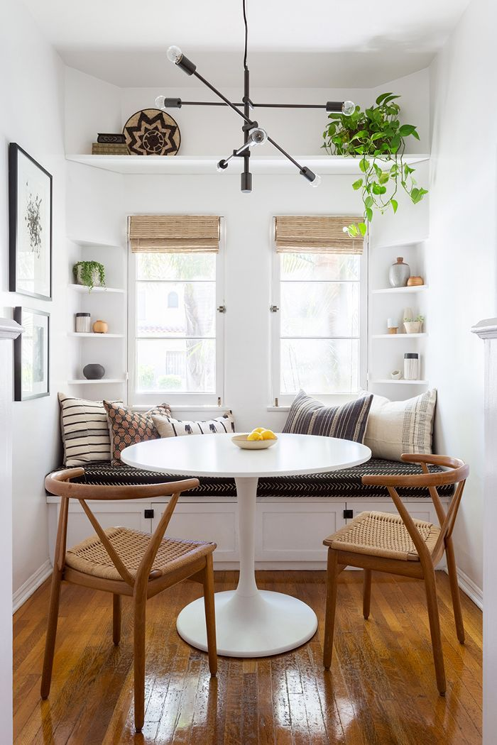 kitchen | eat-in-kitchen | breakfast nook | window bench | sputnik lamp | built-in | tulip table | interior design | interior decor