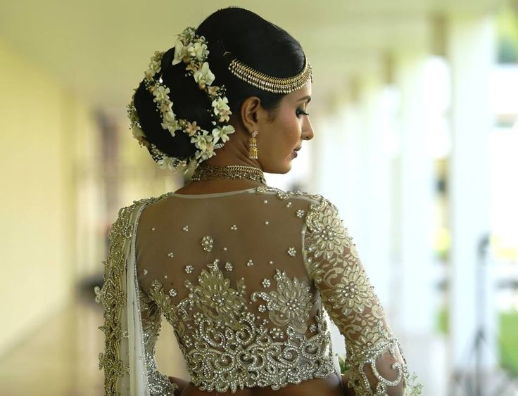 Don't know what I love more the hair or the Saree blouse, wedding inspiratIon Purnima Abeyratne.