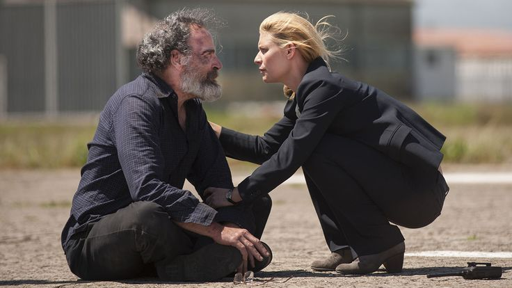 Claire Danes and Mandy Patinkin in Homeland Season 4