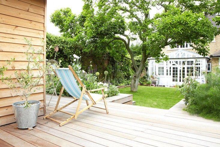 Backyard summerhouse south London ; Gardenista