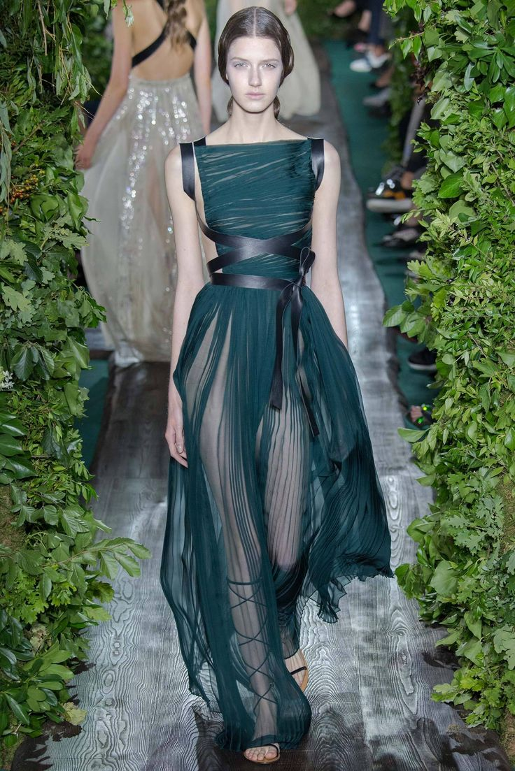 Valentino Fall 2014 Couture - Review - Fashion Week ...
