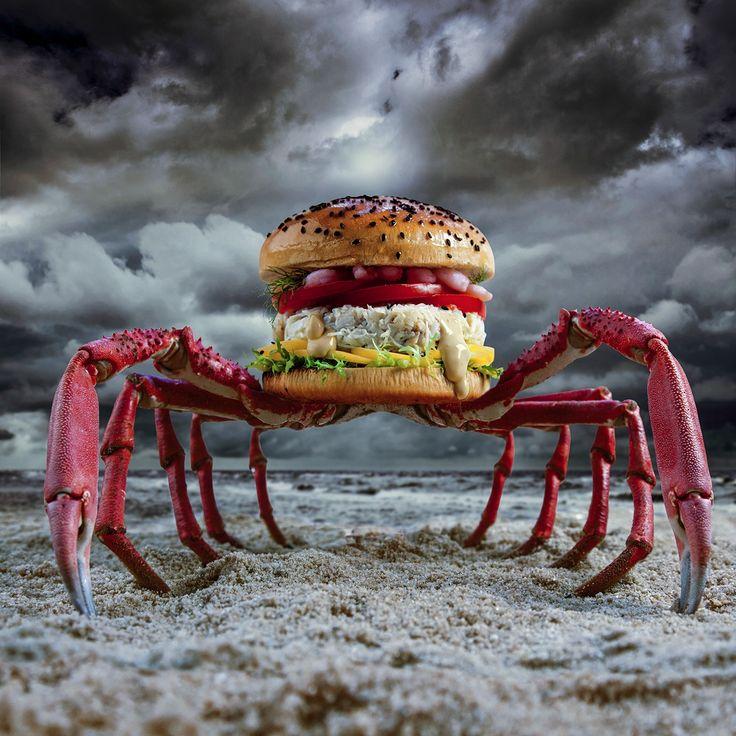 Crabzilla. Chair d'araignée de mer. Tranche de mangue des îles. Salade frisée des profondeurs. Tomates suintantes. Crevettes déchaînées. Citron. Fenouil malveillant. Tsunami de mayonnaise au piment.